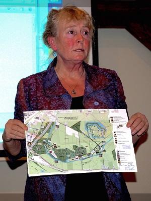 Bea Groen tijdens haar boekpresentatie in 2015